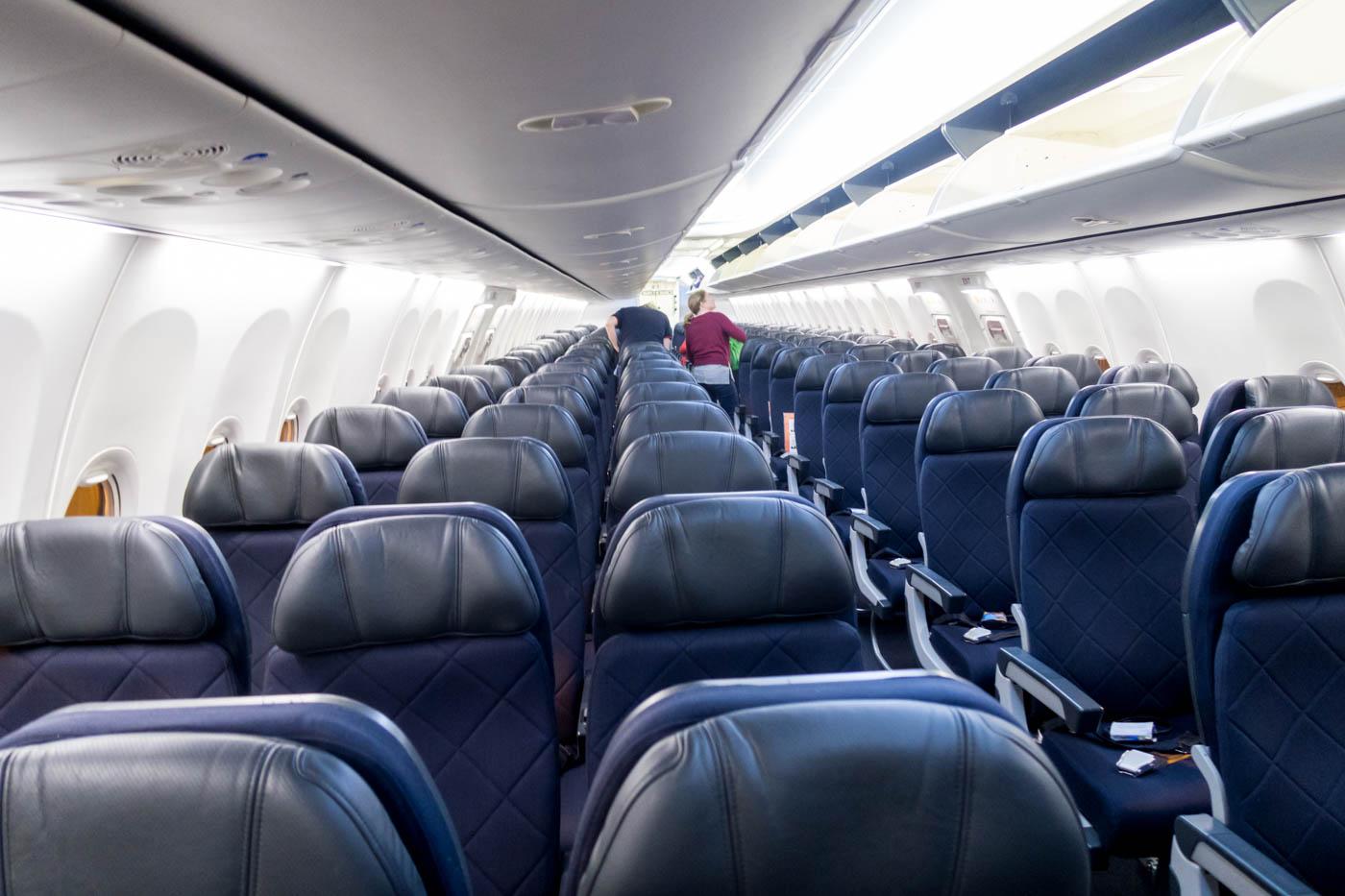 Qantas Boeing 737-800 Economy Class Cabin