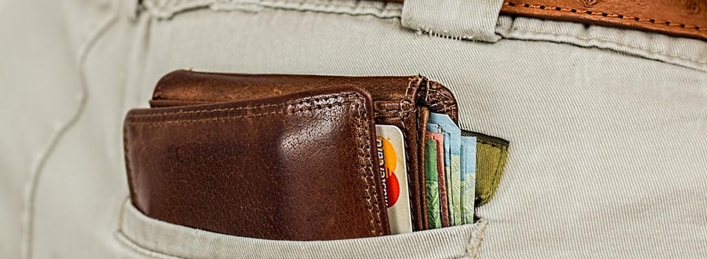 7 Best Neck Wallets for Travel and Their Advantages & Disadvantages