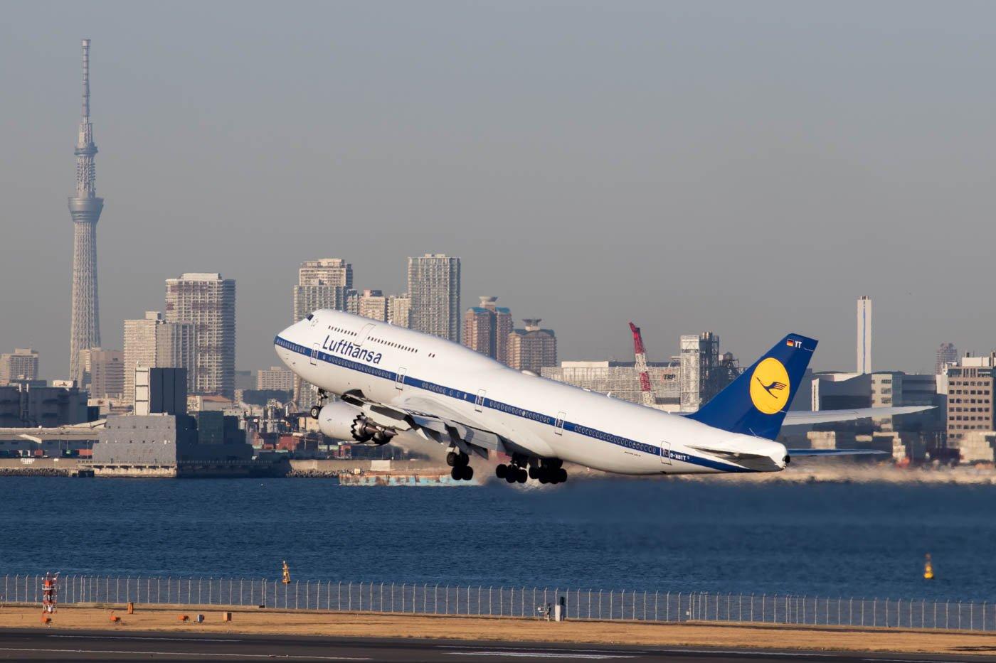 Lufthansa Boeing 747-8i Retro Jet