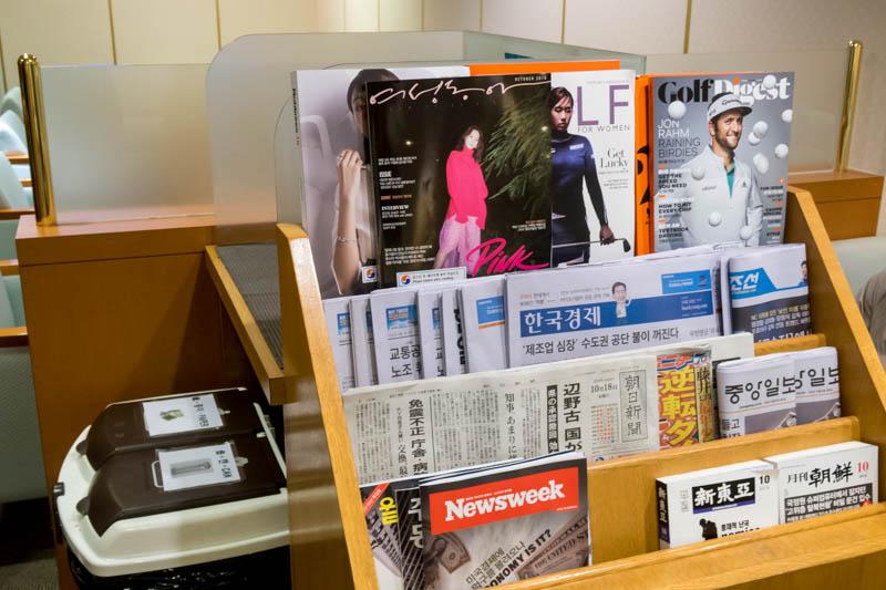 KAL Lounge Fukuoka Reading Materials
