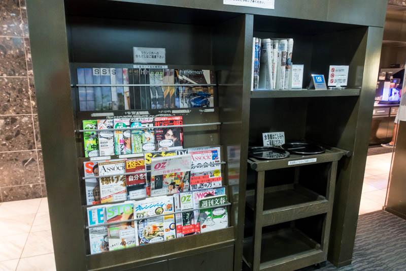 Lounge Hana Okinawa Reading Materials