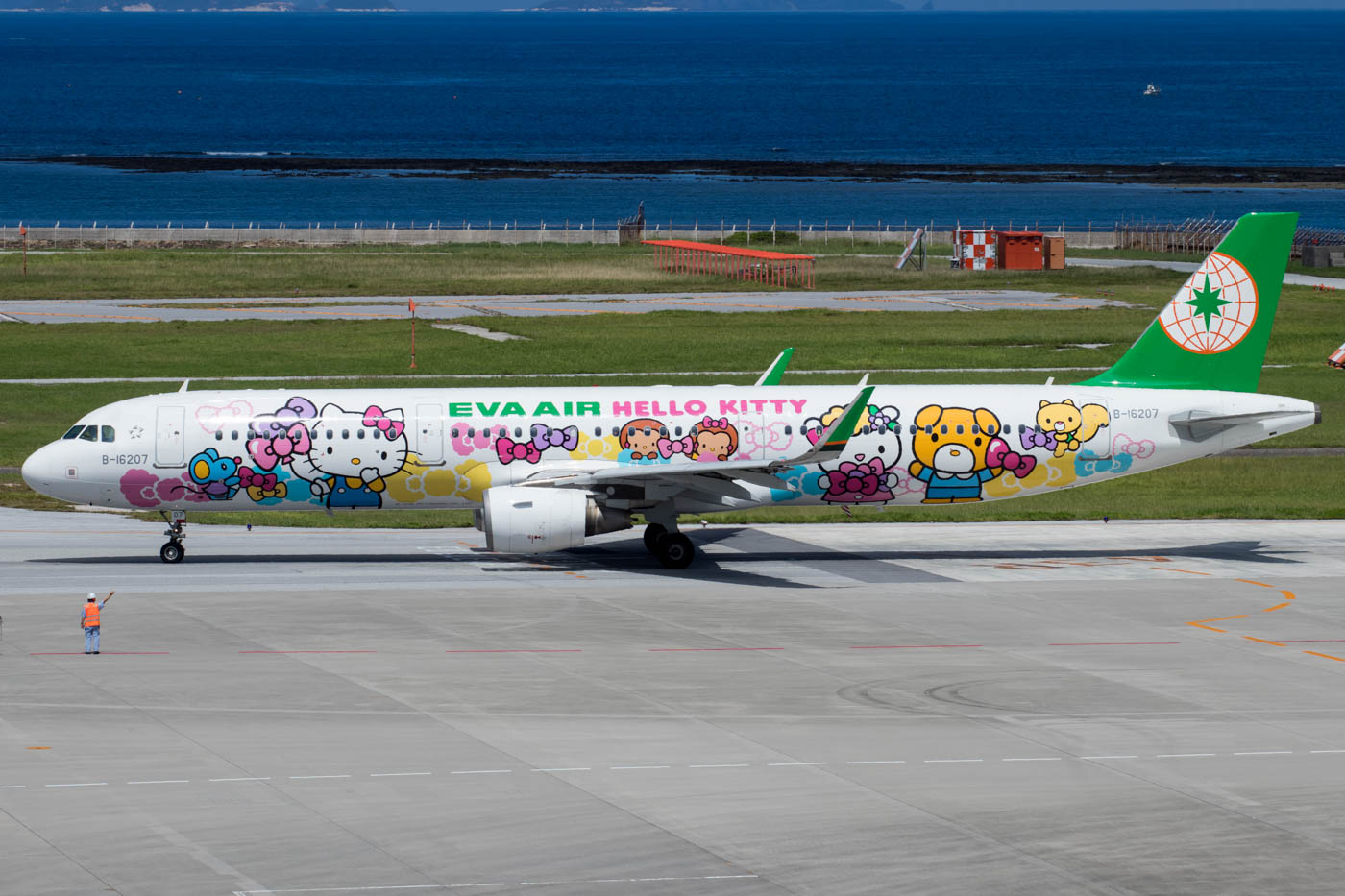 Eva Air A321 at Naha Airport in Hello Kitty Livery