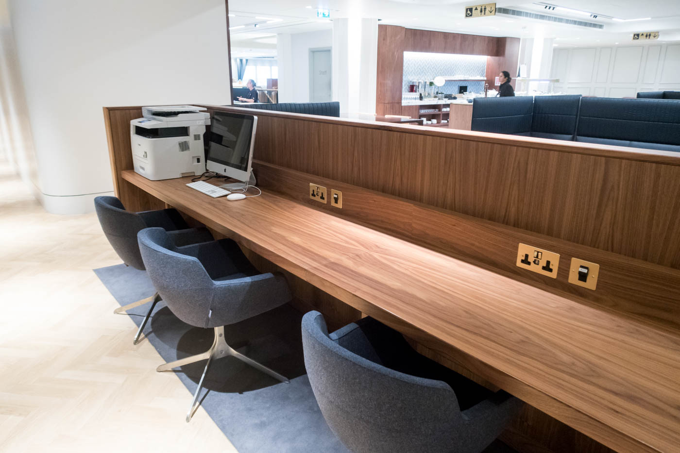 The Qantas London Lounge Business Center