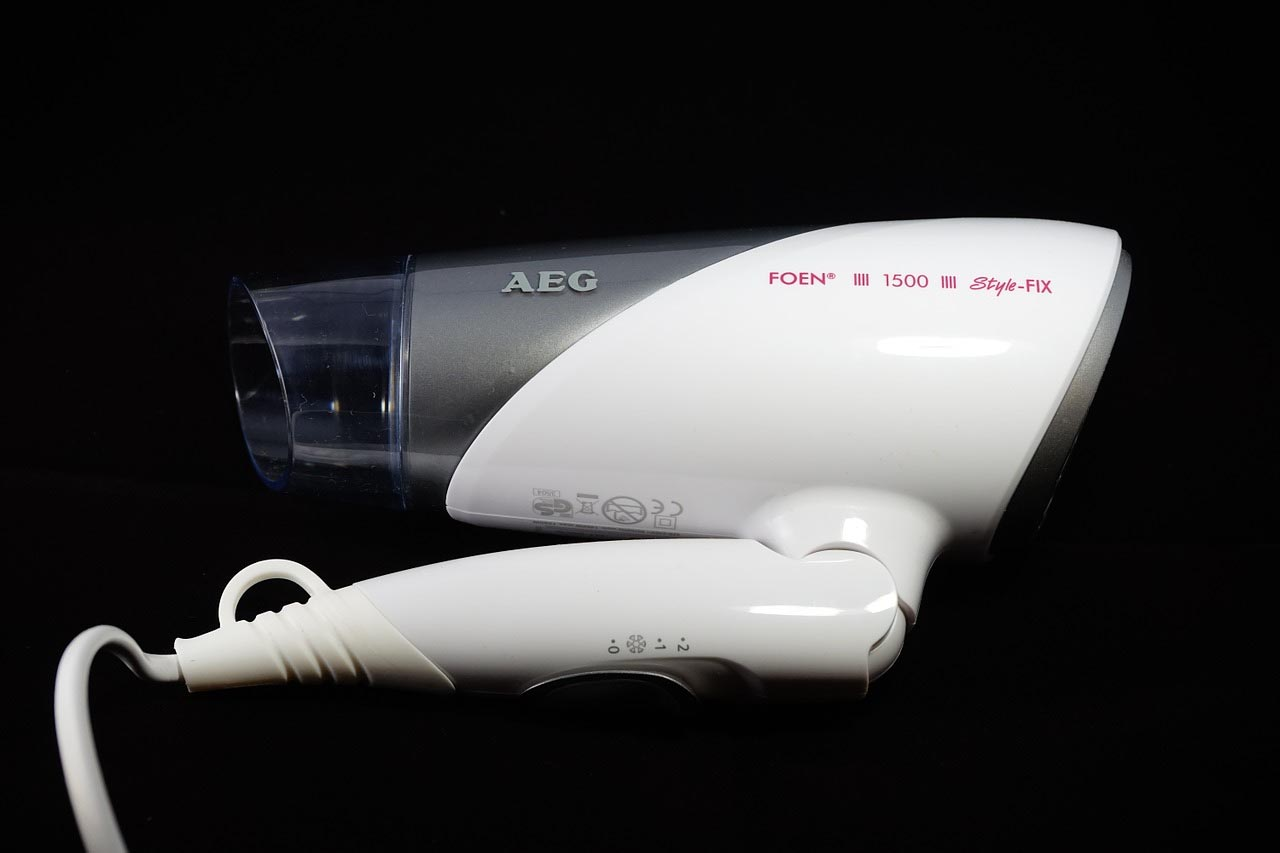 5 Best Travel Hair Dryers with Dual Voltage: Keeping Your Hair Dry on the Road