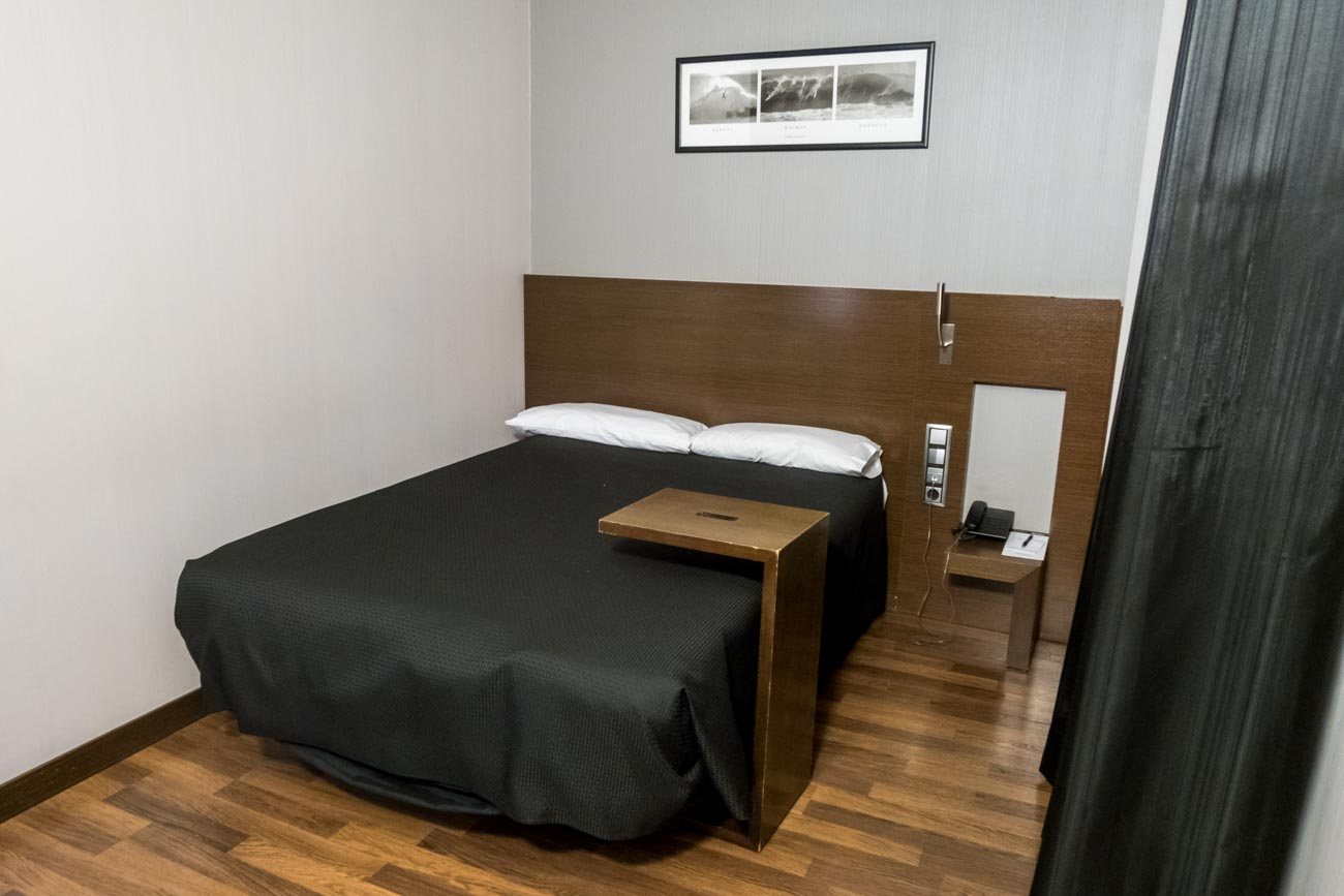 Hotel Tach Madrid Airport Bed