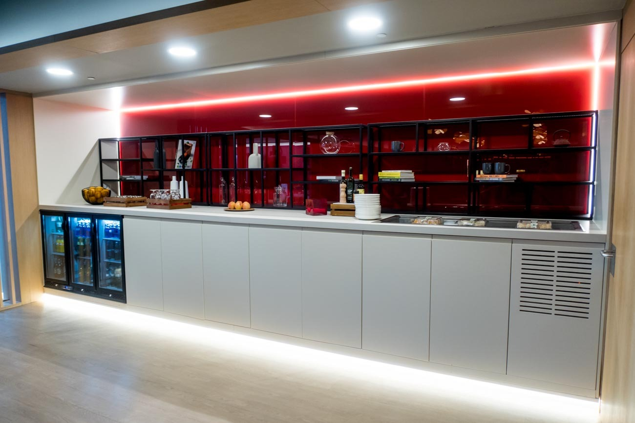 Snacks and Drinks in the Iberia Premium Lounge Velazquez Madrid