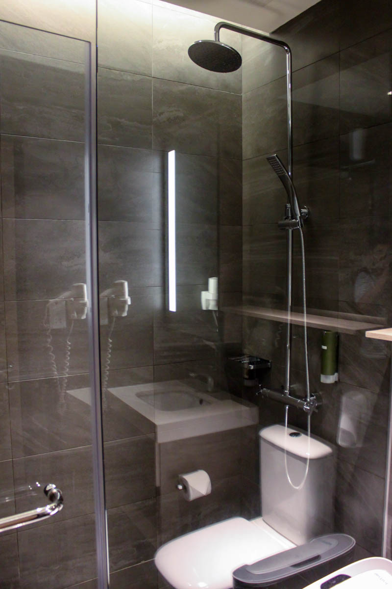 Aerotel Transit Hotel Singapore Shower