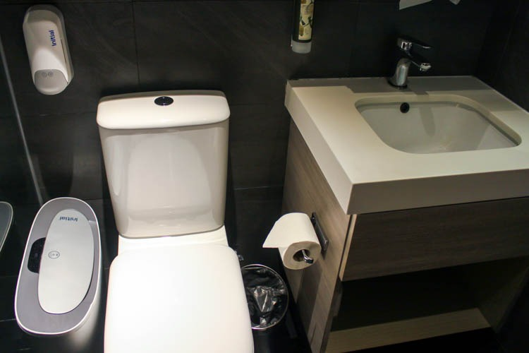 Aerotel Transit Hotel Singapore Bathroom