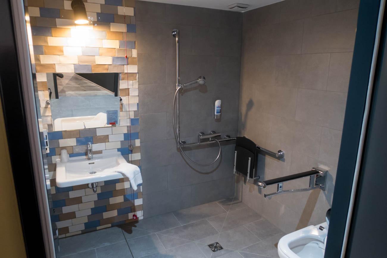 Meininger Hotel Berlin Tiergarten Bathroom