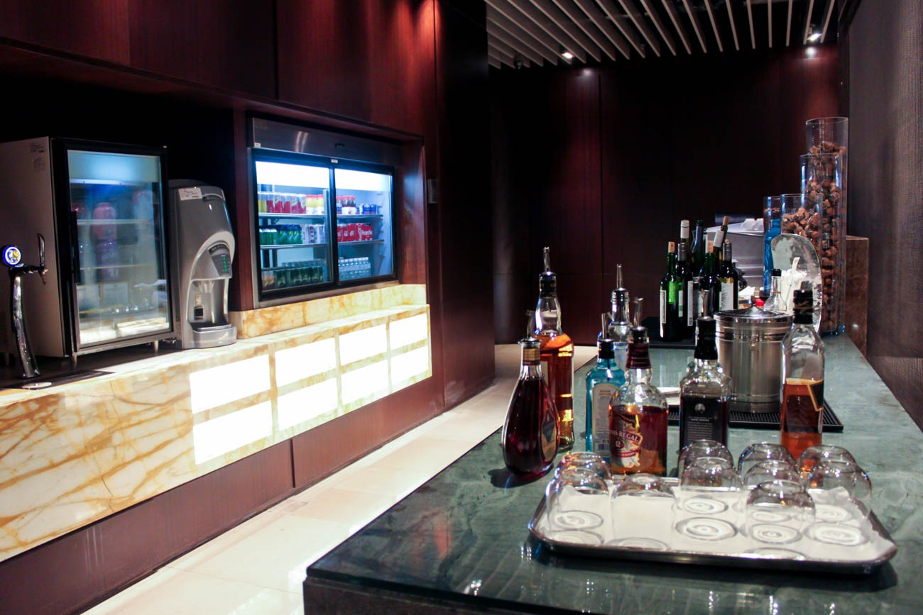 Drinks in Singapore Airlines SilverKris Business Class Lounge at