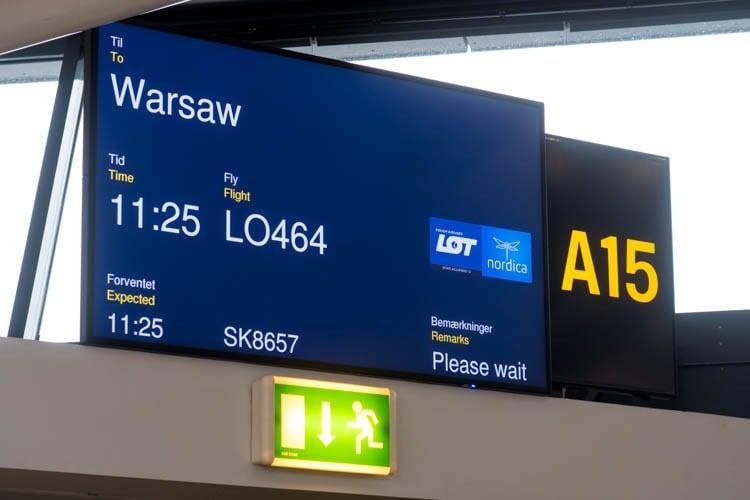 Flight LO464 from Copenhagen to Warsaw
