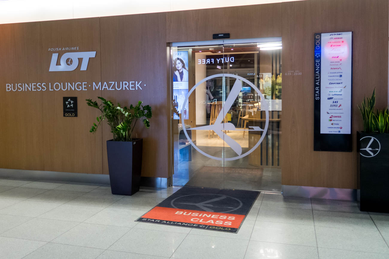 LOT Business Lounge Mazurek Warsaw Entrance