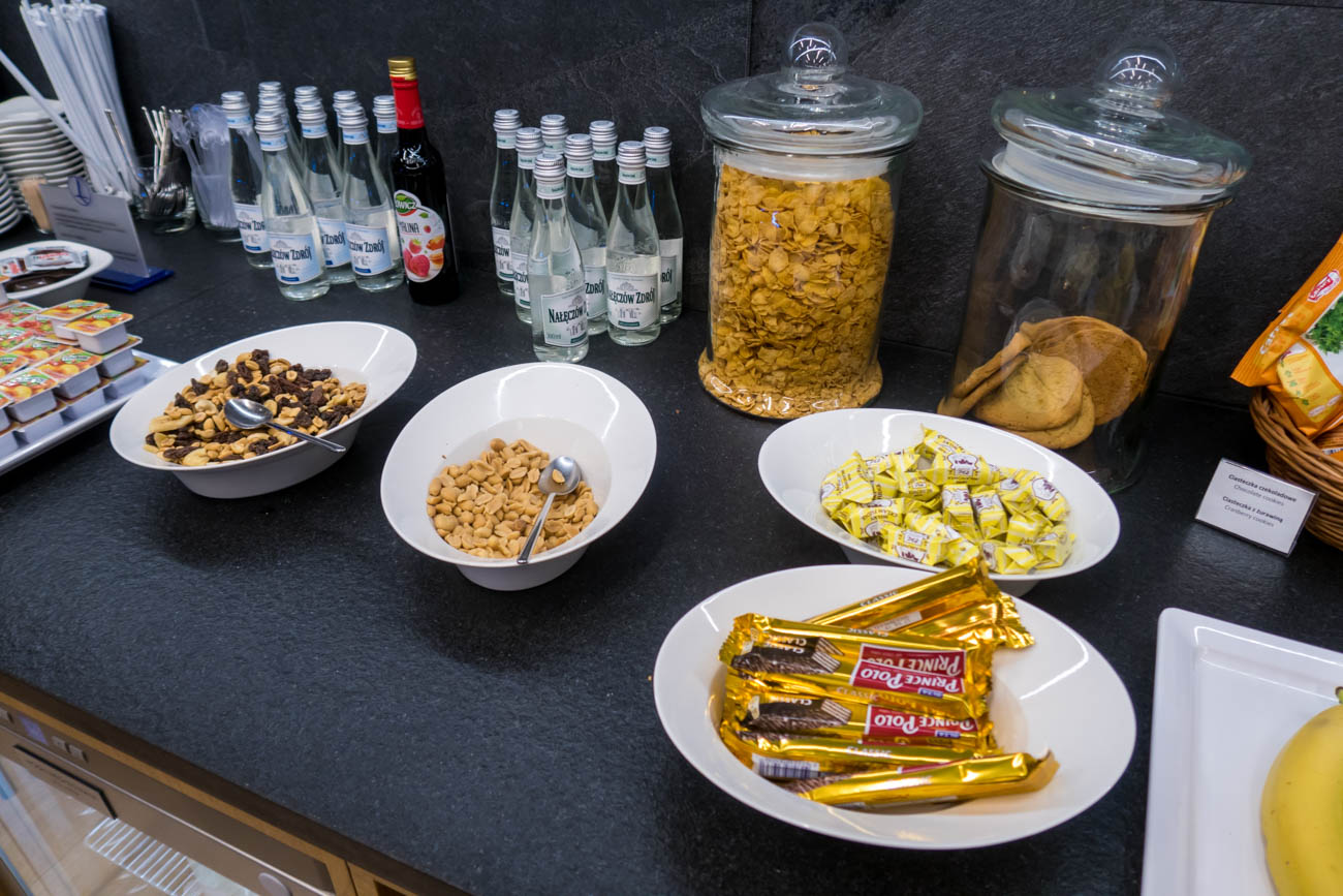 LOT Business Lounge Mazurek Warsaw Snacks