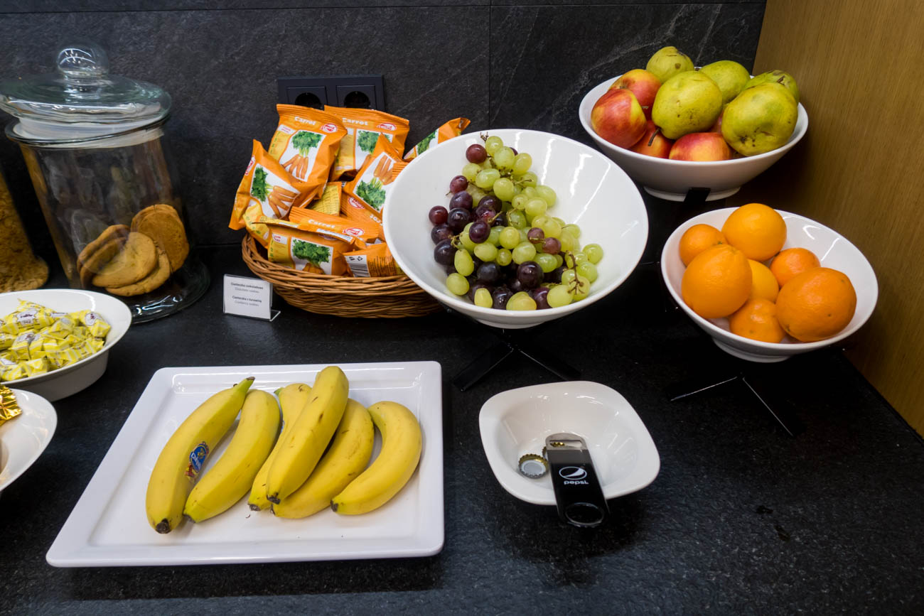 LOT Business Lounge Mazurek Warsaw Fruits