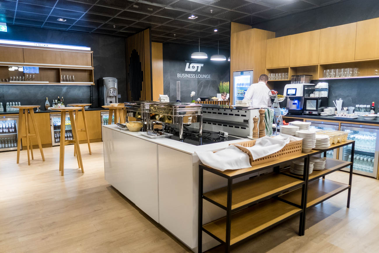 LOT Business Lounge Mazurek Warsaw Buffet