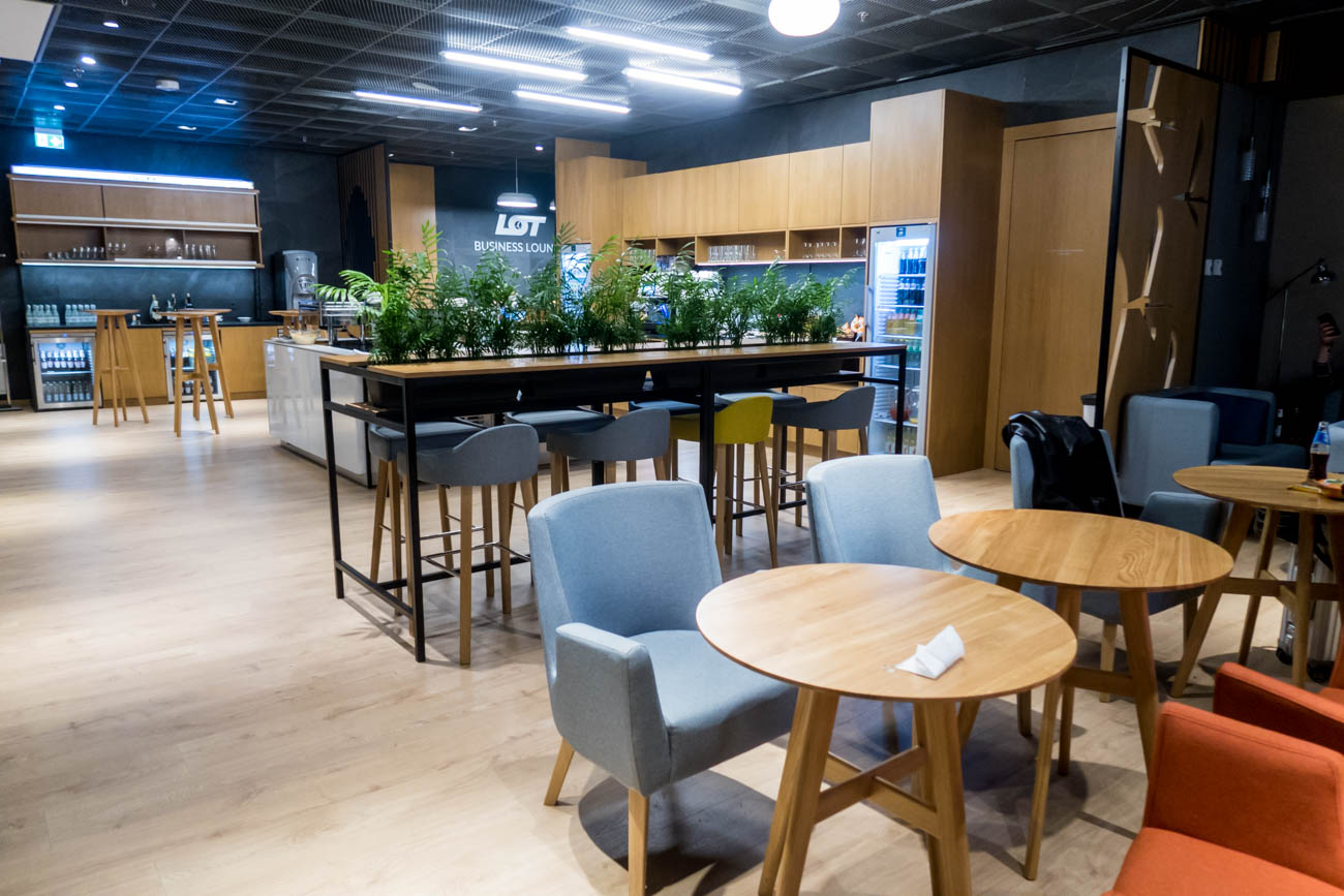 LOT Business Lounge Mazurek Warsaw Dining Area