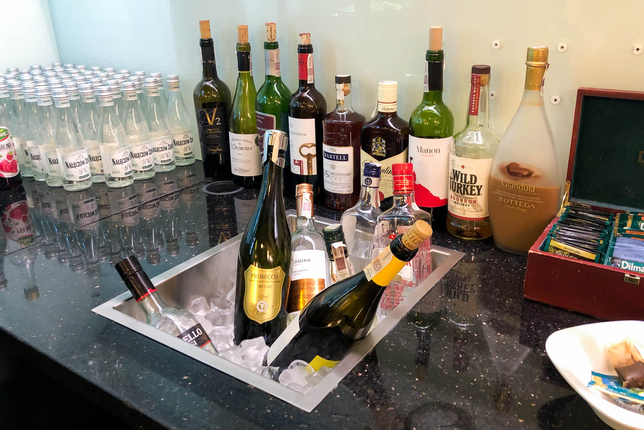 LOT Business Lounge Polonez Warsaw Alcohol