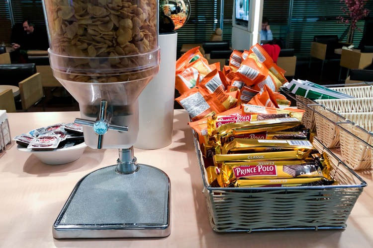 LOT Business Lounge Polonez Warsaw Food