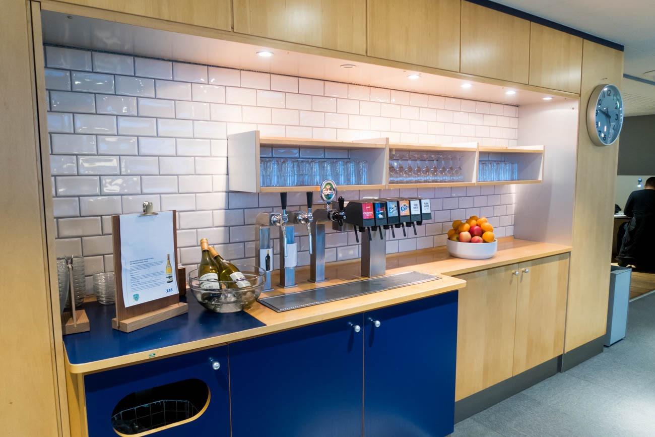 SAS Lounge Copenhagen Drinks and Snacks