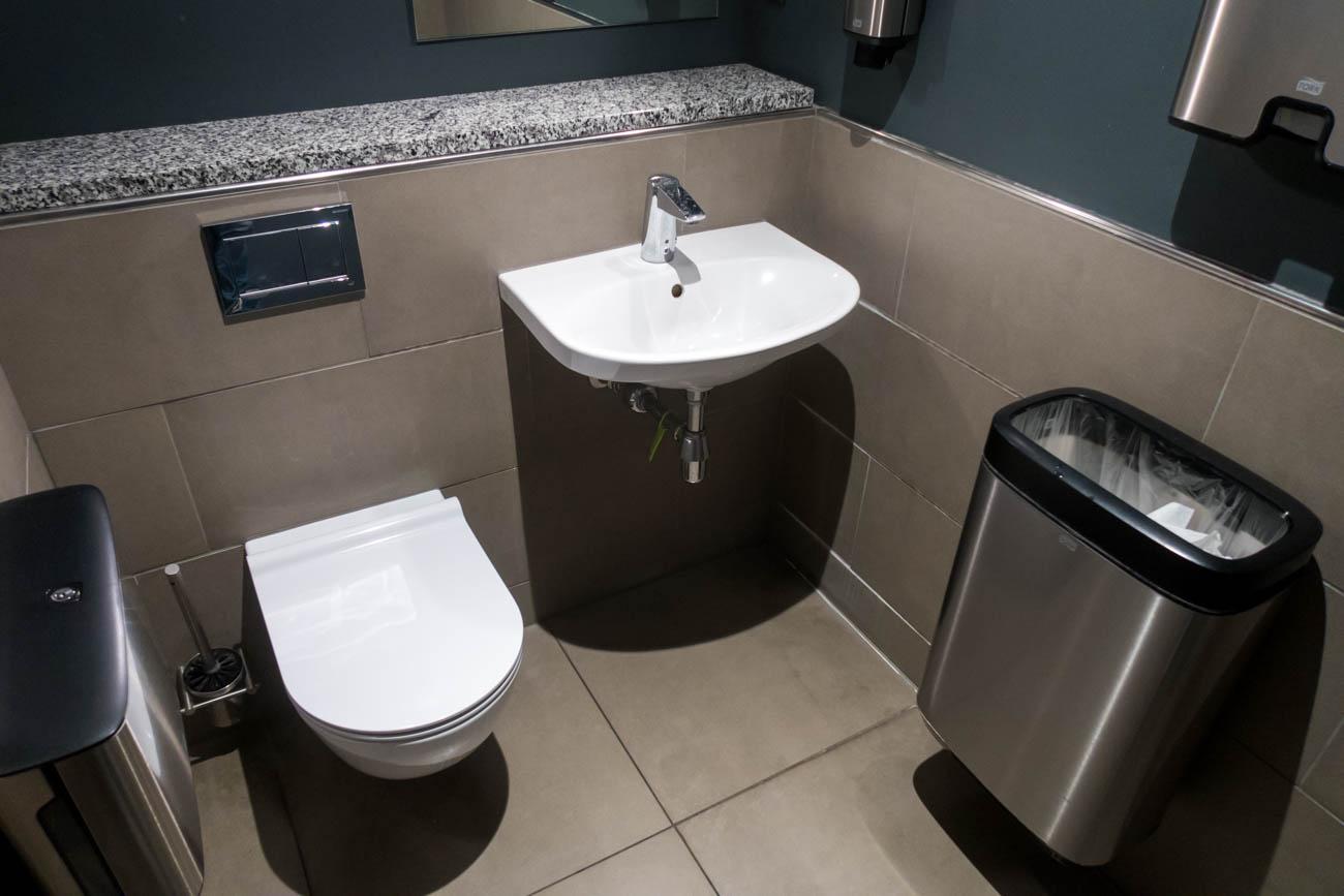 SAS Lounge Copenhagen Toilet Room