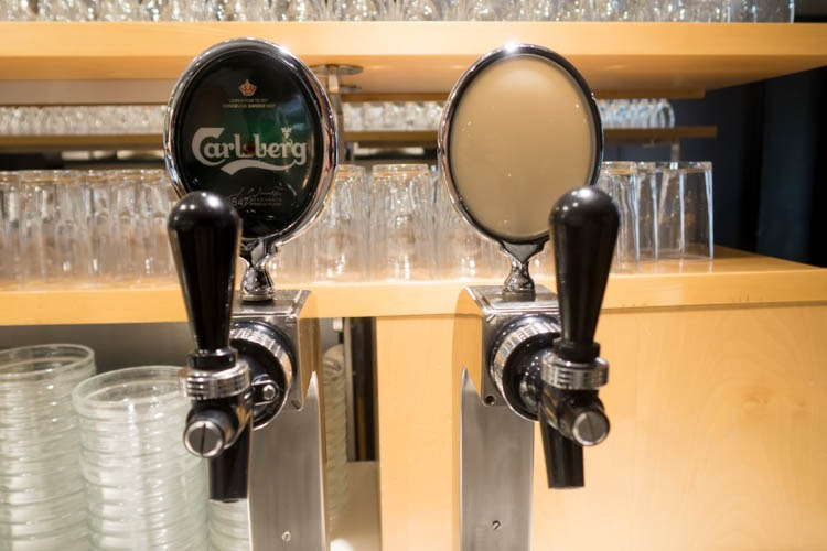 SAS Lounge Copenhagen Beer