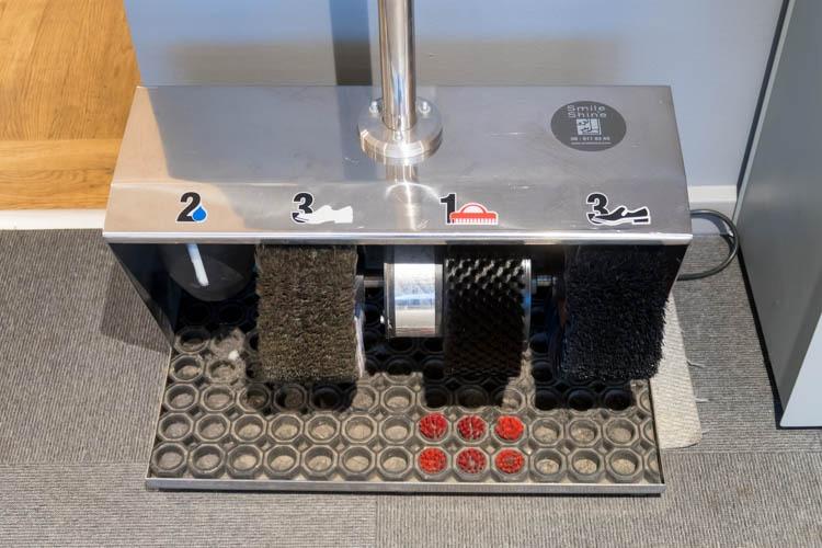 SAS Lounge Copenhagen Shoe Polishing Machine
