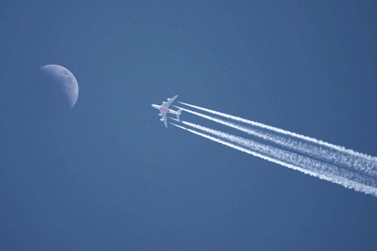 How Fast Do Passenger Planes Fly?