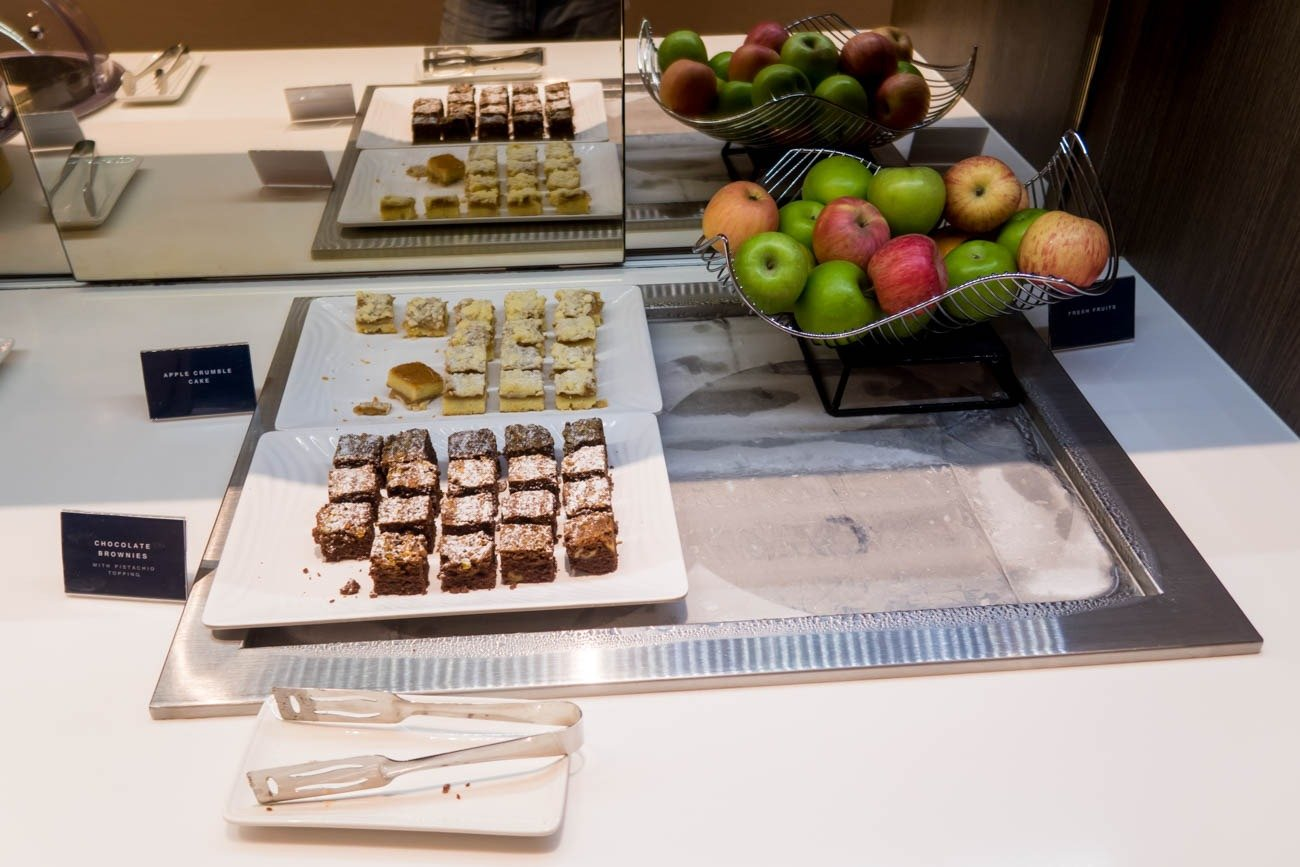 Dnata Lounge Singapore Changi Terminal 1 Desserts and Fruits