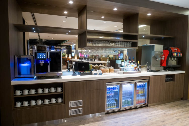 Dnata Lounge Singapore Changi Terminal 1 Snacks and Drinks Area