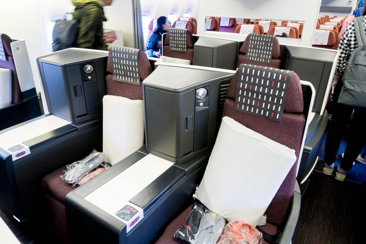 JAL 767 Staggered Business Class Seats