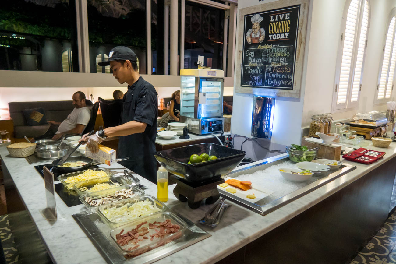 T/G Lounge Denpasar Bali Live Cooking Station