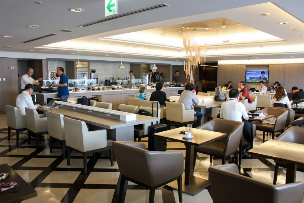 International JAL Sakura Lounge Kansai Airport Dining Room