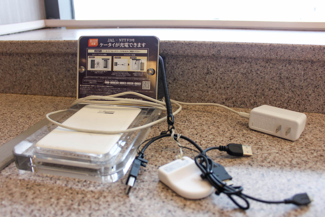 International JAL Sakura Lounge Kansai Airport Mobile Phone Char
