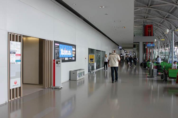 International JAL Sakura Lounge Kansai Airport