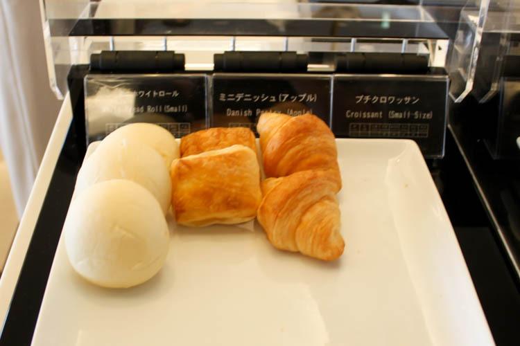 International JAL Sakura Lounge Kansai Airport Bread