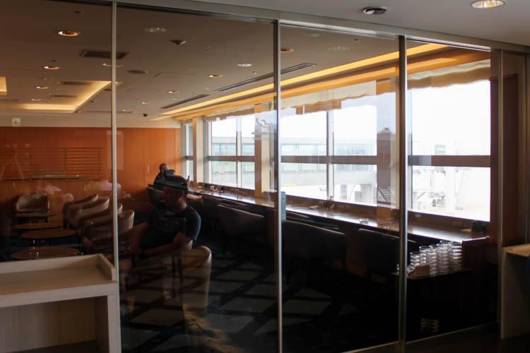 International JAL Sakura Lounge Kansai Airport Smoking Room