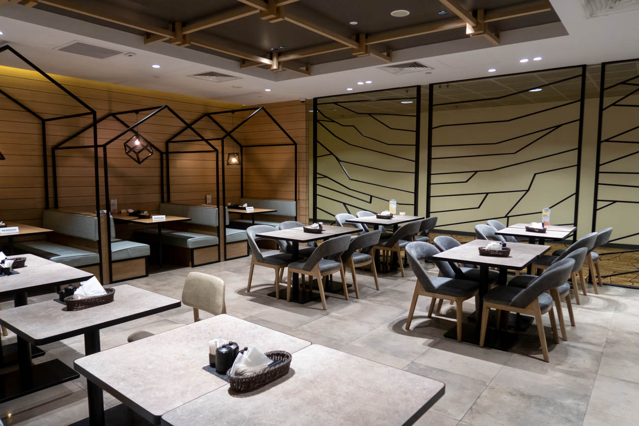 Singapore Airport TGM Restaurant Seating