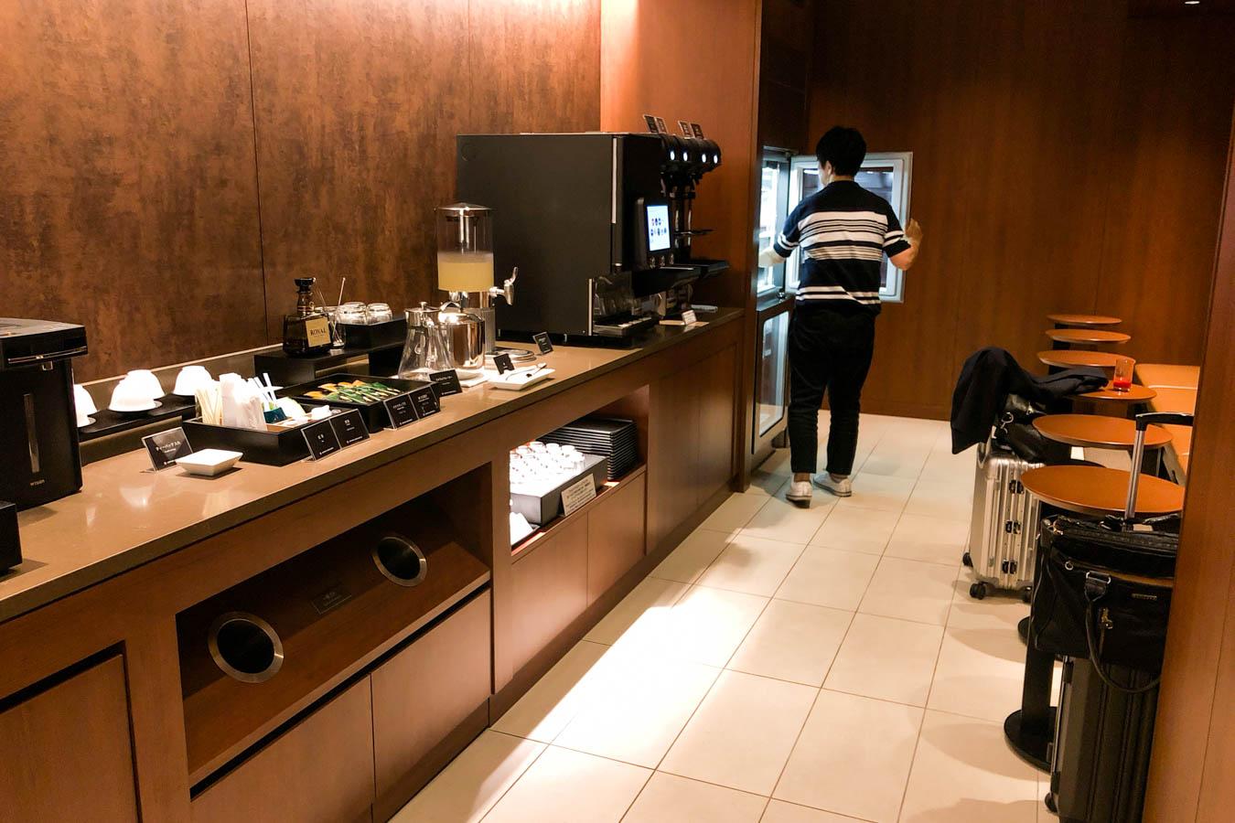 JAL Sakura Lounge Okayama Drinks and Snacks