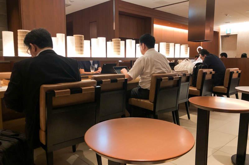 Counters in JAL Sakura Lounge Okayama