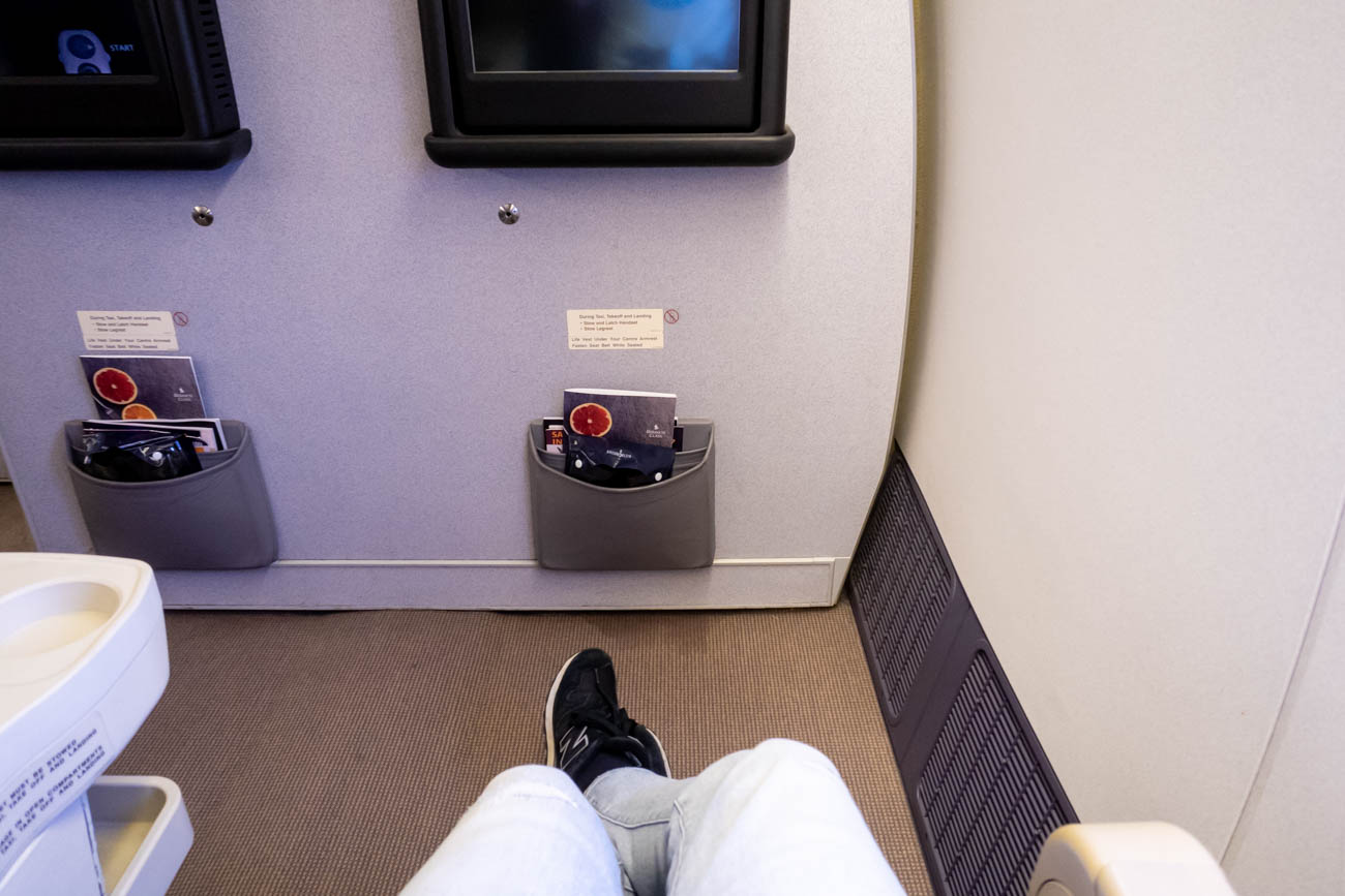 Singapore Airlines 777-200ER Business Class Legroom