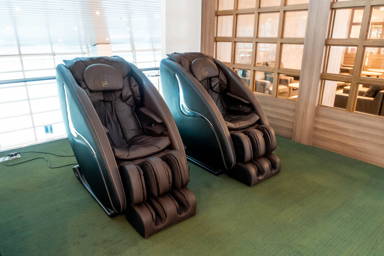 CIP Orchid Lounge Da Nang Massage Chairs