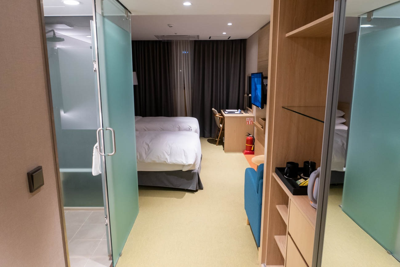 Howard Johnson Incheon Airport Guestroom