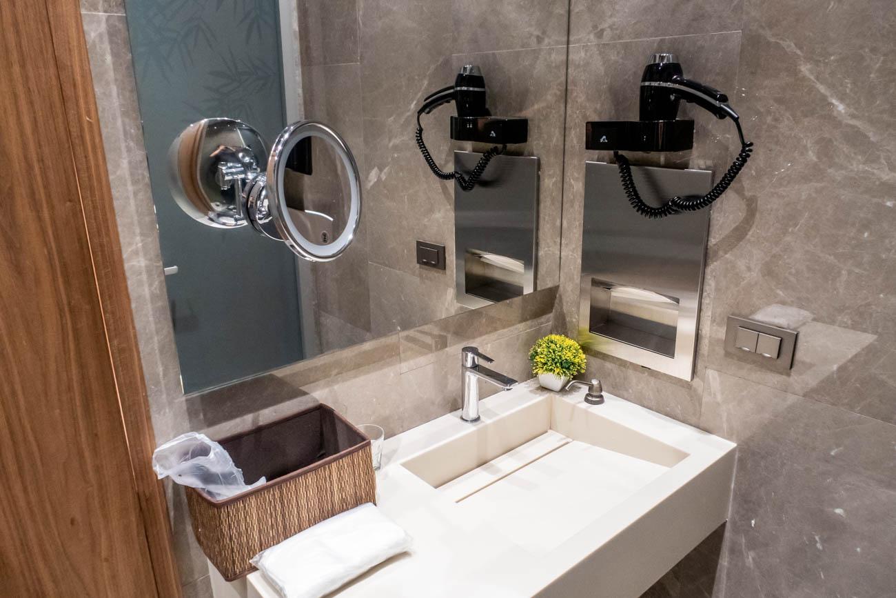 IGA Lounge Istanbul Shower