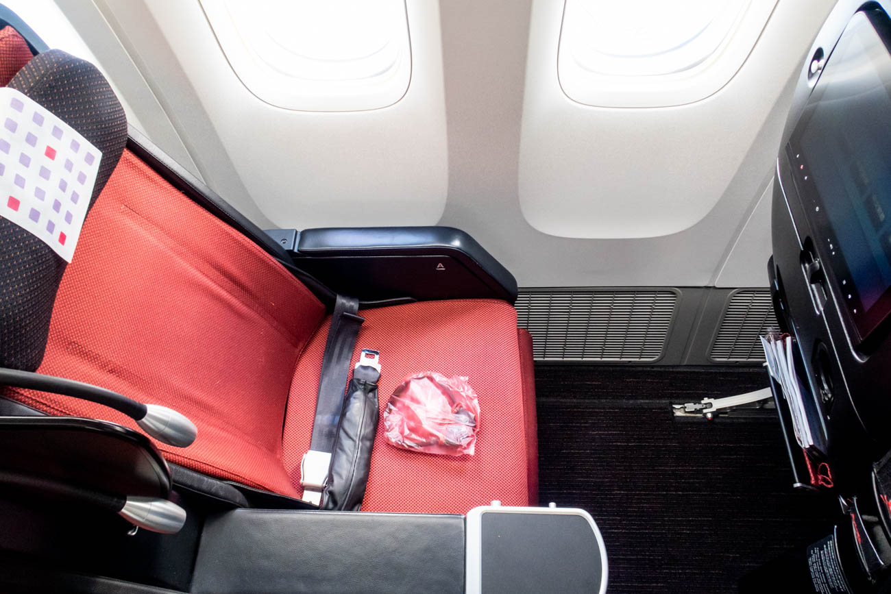 JAL 777-200ER Premium Economy Seat Pitch