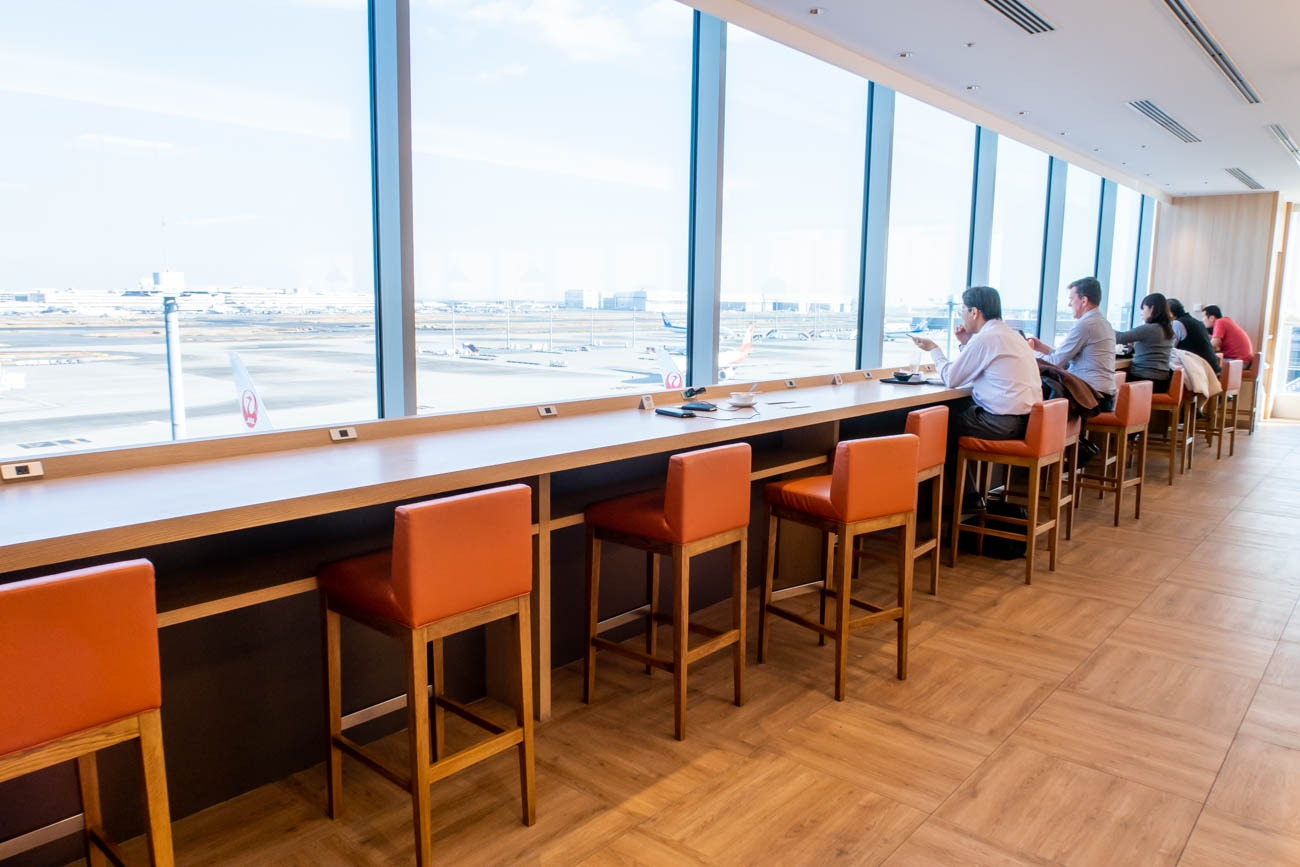JAL Sakura Lounge Skyview Dining Area with a View of Haneda