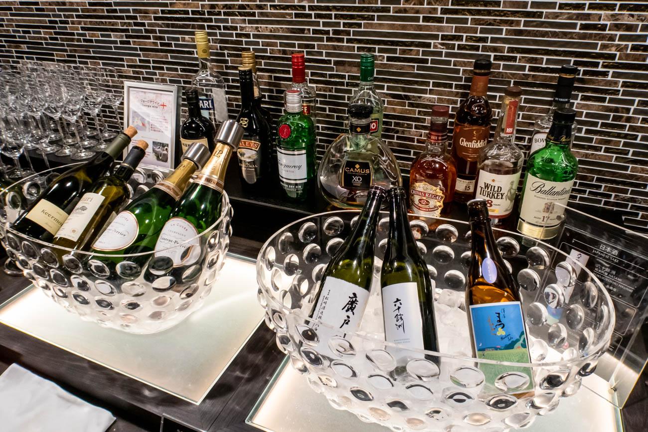 JAL Sakura Lounge Skyview Wine and Sake