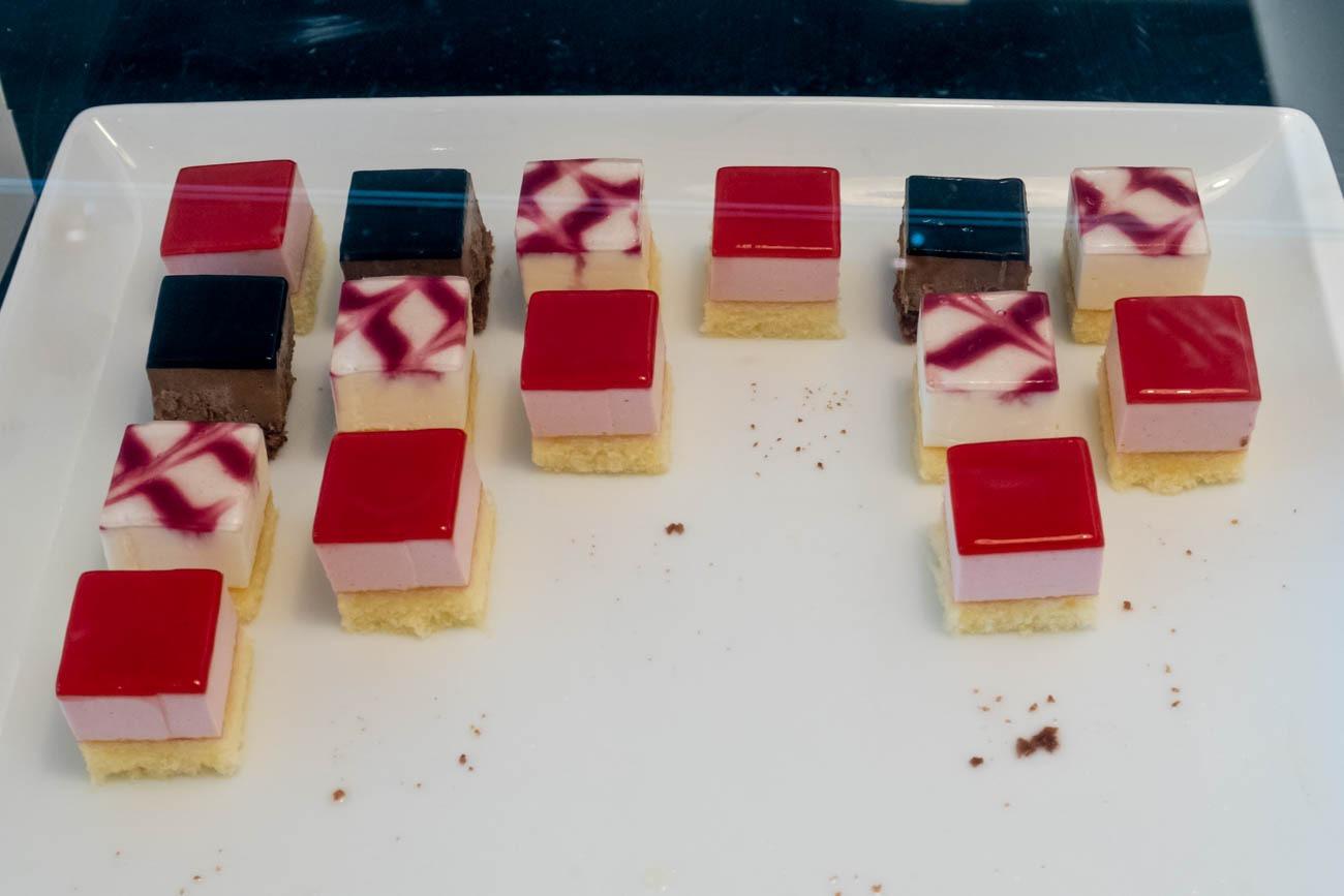 JAL Sakura Lounge Skyview Cakes