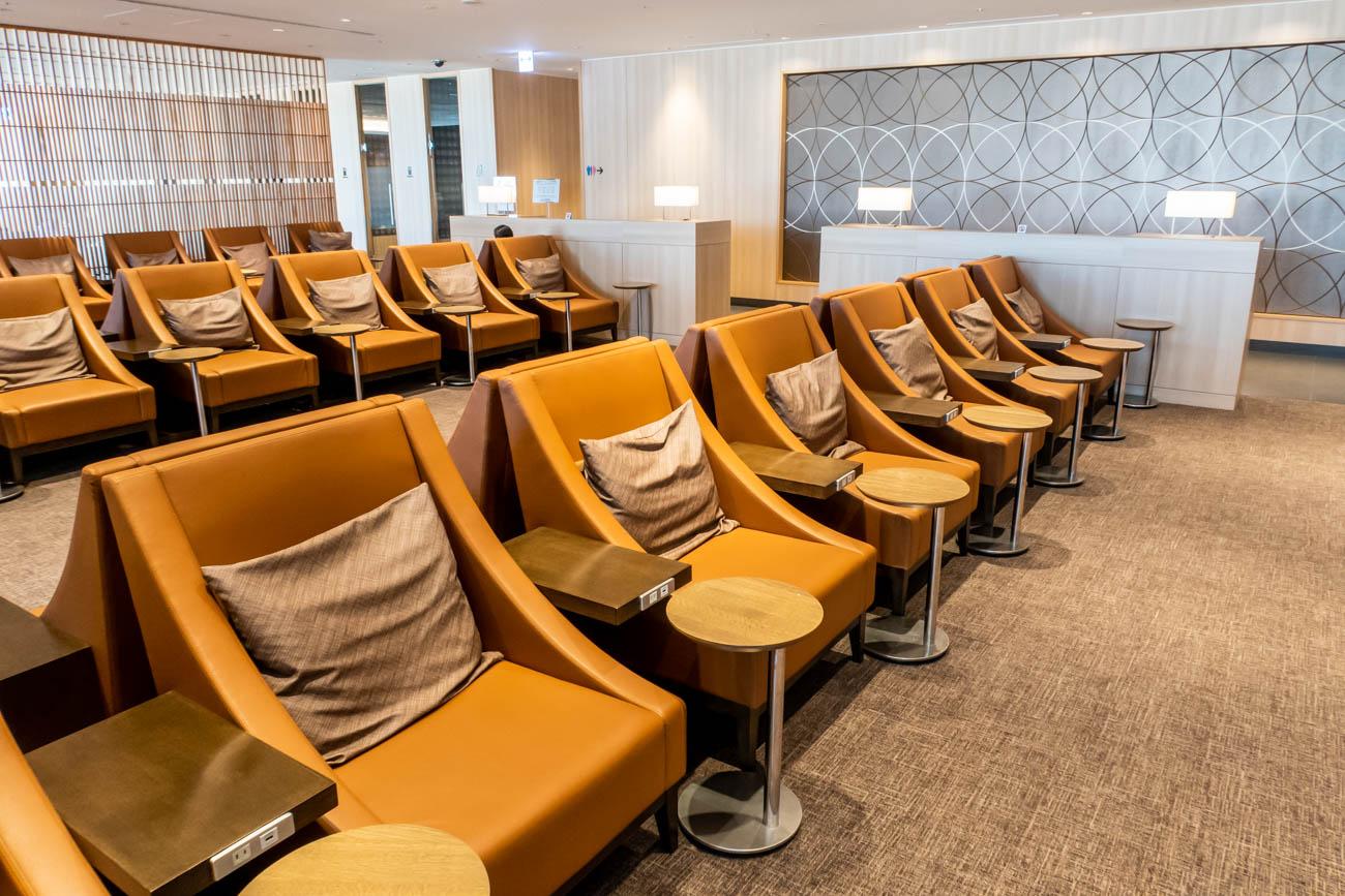 JAL Sakura Lounge Skyview Seating