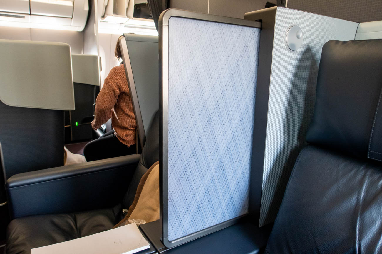 JAL A350 First Class Seat Privacy Partition
