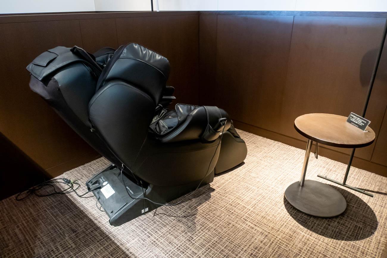 JAL Diamond Premier Lounge Haneda Massage Chair